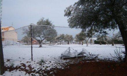 La nieve cubre de blanco el norte de Cáceres 25 años después de la última nevada