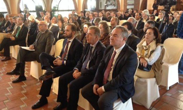 El consejero Echávarri entrega los Premios Espiga a los mejores jamones y recalca la recuperación del sector porcino