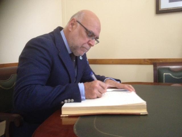 Echávarri anuncia el pago de casi 5,5 millones de euros en ayudas a municipios tabaqueros
