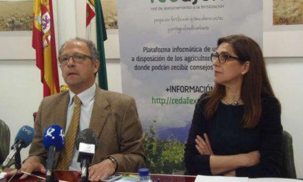 La Consejería de Agricultura presenta un proyecto para que los agricultores controlen sus explotaciones sin moverse de casa