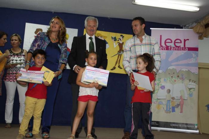 Cerca de 45.000 familias participan en la octava campaña 'Leer en familia' que organiza la Consejería de Cultura
