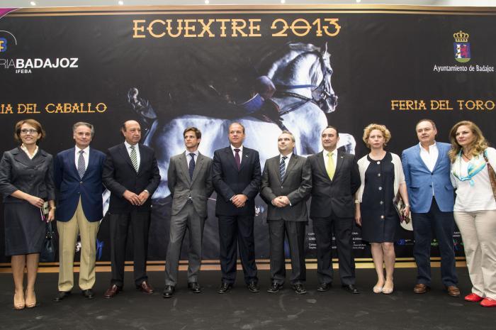 José Antonio Monago resalta las posibilidades que ofrece Ecuextre al ser la única que aglutina toros y caballos