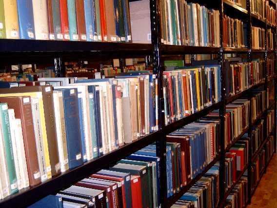 La Biblioteca de Extremadura muestra una edición facsimilar de clásicos literarios formada por 290 volúmenes