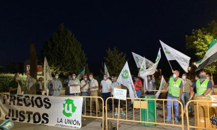 Numerosos agricultores alzan la voz en Mérida para reivindicar precios justos