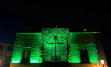 Moraleja ilumina de verde la casa consistorial para recordar sus fiestas suspendidas por la crisis sanitaria