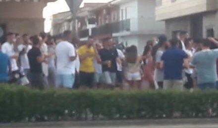 La policía disuelve una multitudinaria fiesta ilegal con jóvenes incumpliendo las normas sanitarias