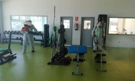 El Ayuntamiento de Navas del Madroño desinfecta las instalaciones municipales ante el brote de Covid