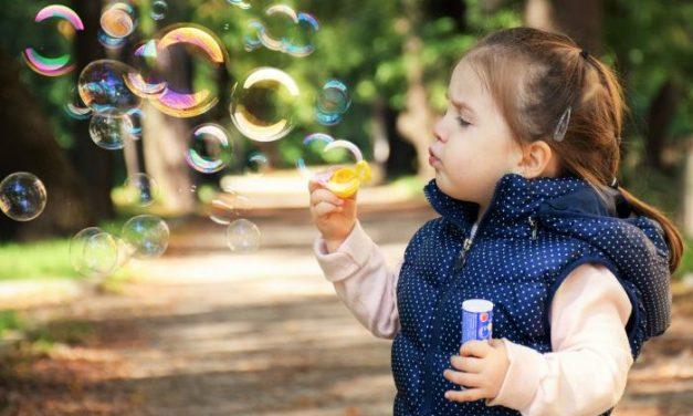 Paseos de un adulto con un máximo de tres niños: así es la Orden que regula la salida de la población infantil