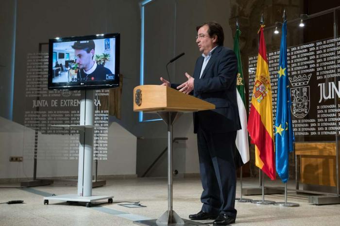 La Junta de Extremadura contradice al Gobierno y pide ahora que vayan a clase los mayores de 6 años de edad