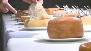 La DOP Torta del Casar certifica la producción de queso aplicando medidas de seguridad