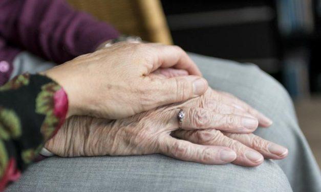Cinco residencias de mayores continúan intervenidas por la Junta y seis tienen refuerzos de personal sanitario