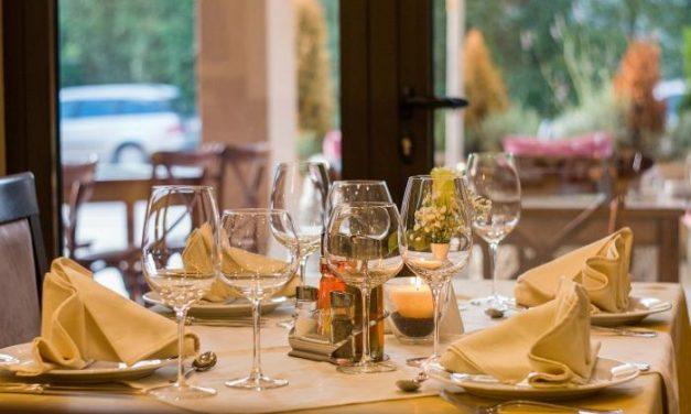 El Gobierno pretende compensar a los restaurantes con la comida a domicilio y al comercio con citas previas