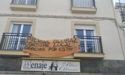 Pancartas decoran las ventanas y balcones de Moraleja para concienciar sobre el consumo local