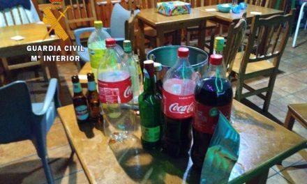 Sorprenden a cuatro vecinos de Albalá con música y bebiendo en un establecimiento