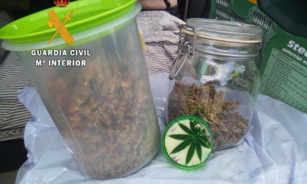 Detenido un joven de 23 años cuando circulaba cerca de Cañaveral con 112 gramos de marihuana en su coche