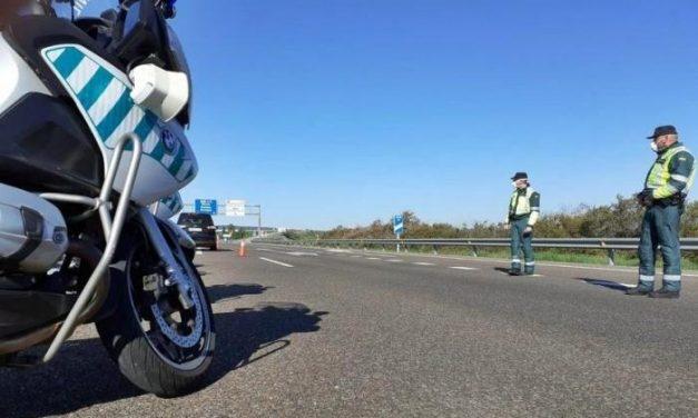 La Agrupación de Tráfico de la Guardia Civil intensifica los controles ante la desescalada en Extremadura