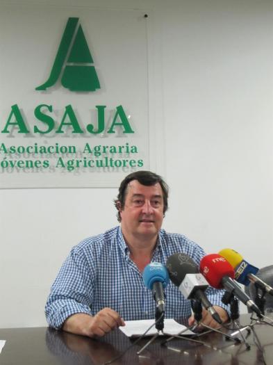 """Asaja pide el cese de la ministra de Trabajo por """"atacar la dignidad"""" de los profesionales del campo"""