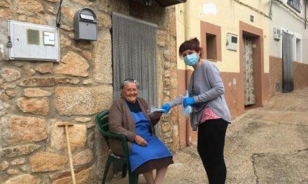 Villasbuenas de Gata reparte un millar de mascarillas ffp2 y quirúrgicas entre los vecinos