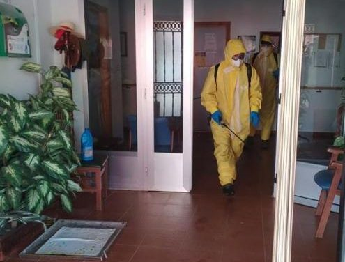 Villanueva de la Sierra desinfecta hasta 21 veces la residencia de mayores para evitar la entrada del Covid