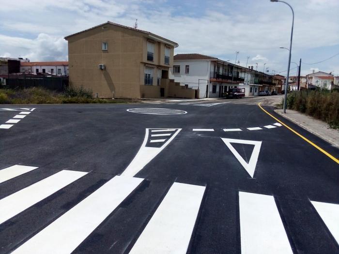 El Ayuntamiento de Moraleja invierte 6.500 euros en mejorar la entrada al colegio público Cervantes