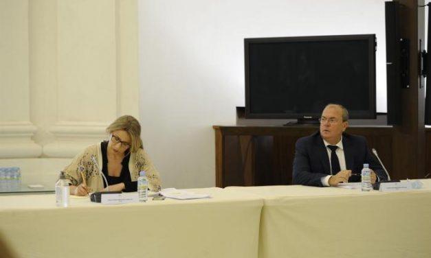Monago propone un plan para favorecer la conciliación ante la vuelta al trabajo de muchos extremeños