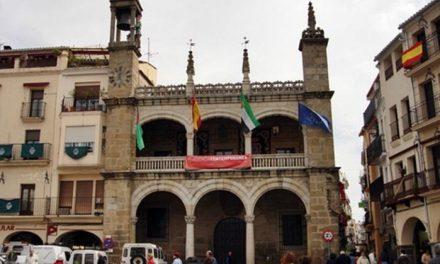 El Ayuntamiento de Plasencia pone en marcha una nueva señalización para facilitar el distanciamiento
