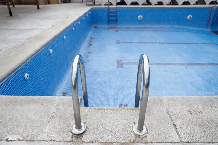 """La mayoría de las comunidades de propietarios """"lo tienen muy difícil"""" para abrir las piscinas este verano"""