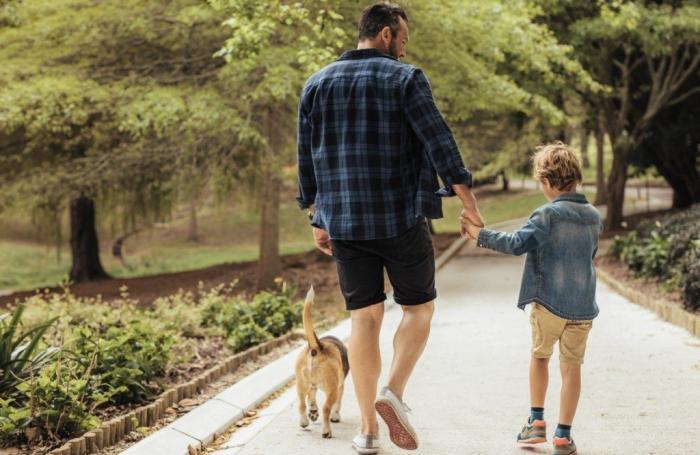 Las familias de municipios de hasta 10.000 habitantes pueden pasear juntas desde este viernes