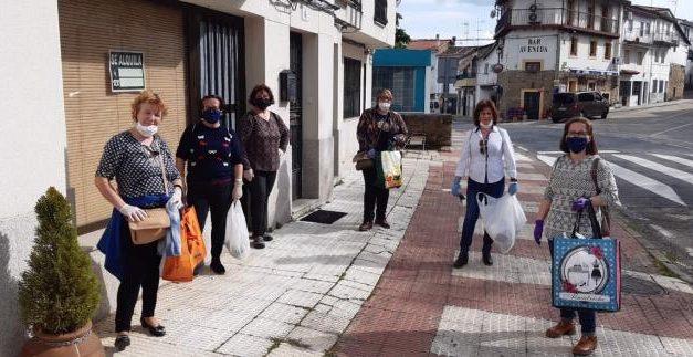 El otro lado del Covid: una decena de voluntarias de Hoyos realiza más de 2.000 mascarillas solidarias
