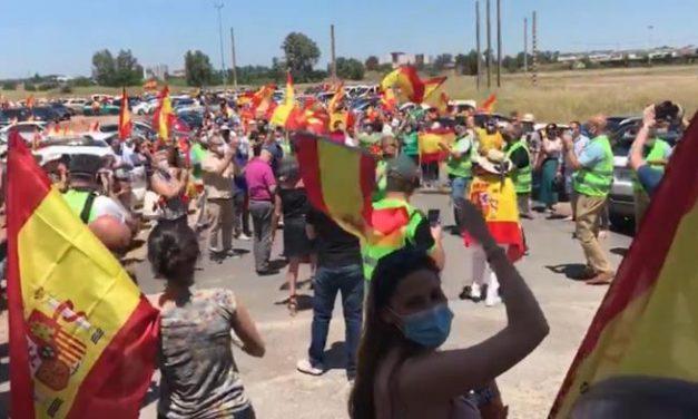 Más de 500 personas salen a la calle en Cáceres y Badajoz para protestar en contra del Gobierno