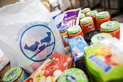 Una cofradía de La Moheda inicia una campaña de recogida de alimentos para ayudar a los más necesitados