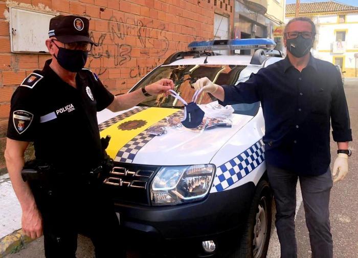 """El grupo de voluntarios """"Ayuda Sierra de Gata"""" reparte más de 2.000 mascarillas por todo el país"""