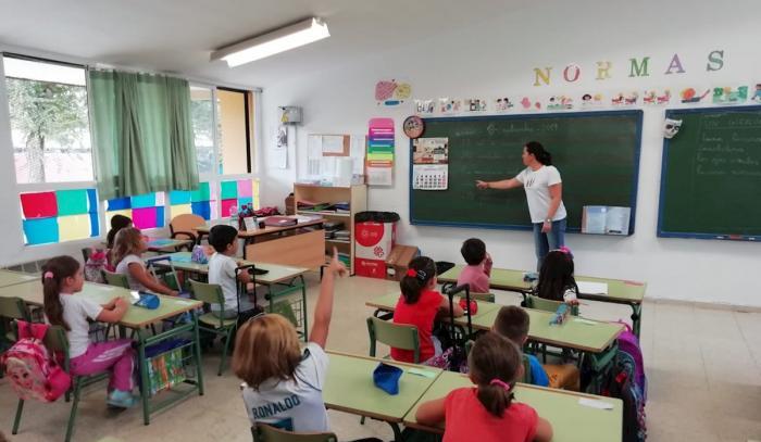 """ANPE considera un """"verdadero despropósito"""" que la Junta suprima 540 plazas de profesores"""