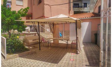 La residencia Santa Isabel de Torrejoncillo instala una carpa para evitar la entrada de familiares
