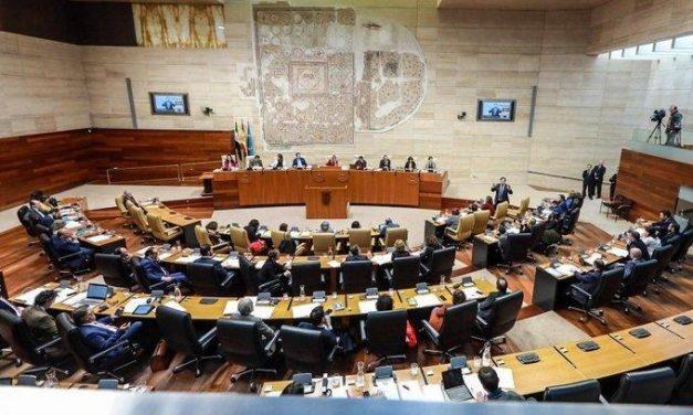 La Asamblea insta al Gobierno a permitir que los ayuntamientos dispongan del 100% de su superávit