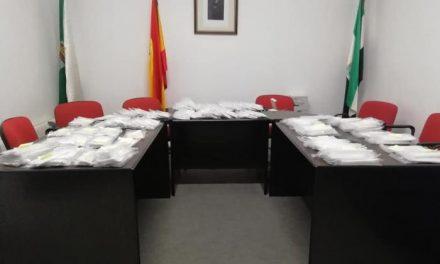 Aceituna reparte más de 700 mascarillas reutilizables para facilitar el cumplimiento de la normativa frente a la Covid