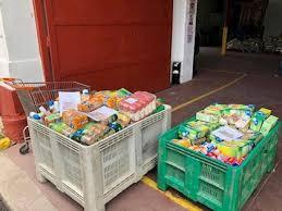Un grupo de vecinos de Acebo inicia una campaña de recogida de alimentos para los más desfavorecidos