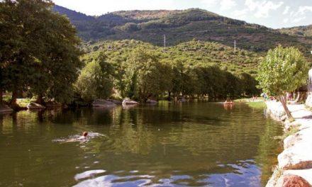 Los empresarios piden a la Junta fondos para abrir las piscinas naturales y evitar una crisis aún más grave