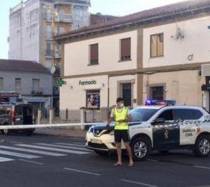 Los cuerpos de seguridad evacuan las tiendas de la avenida Virgen de Argeme de Coria por una fuga de gas