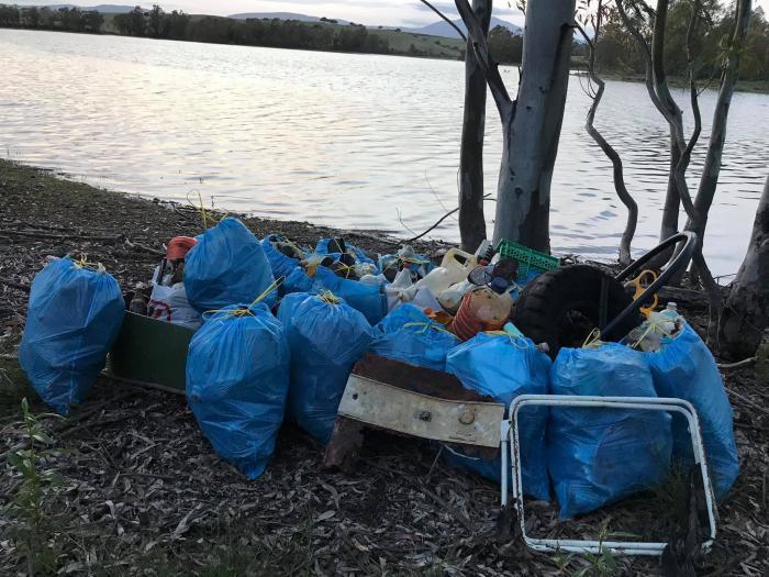 Vecinos de Moraleja denuncian la acumulación de enseres y basura en el pantano de El Borbollón