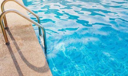 Aceituna toma la temperatura a todos los usuarios que quieran acceder a las piscinas municipales