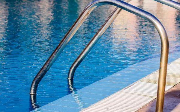 Las piscinas municipales de La Raya no abren por el coronavirus, entre ellas la de Monfortinho