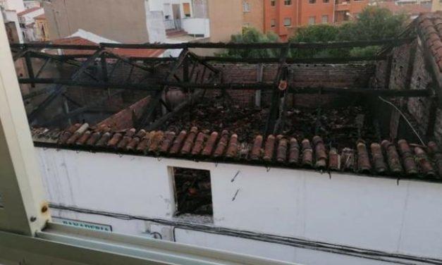 """El alcalde de Coria confirma que la """"parte más histórica"""" de Panadería Santa se ha salvado de las llamas"""