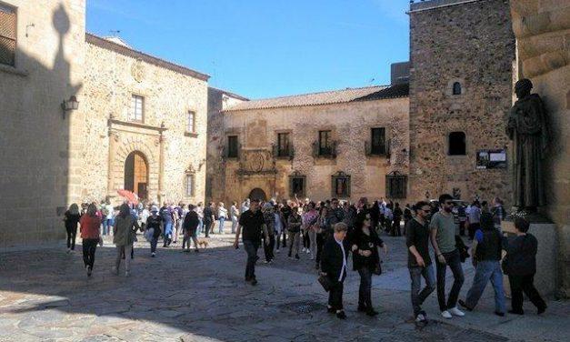 El PP de Extremadura exige a la Junta que reclame a Sánchez inversiones para el sector turístico