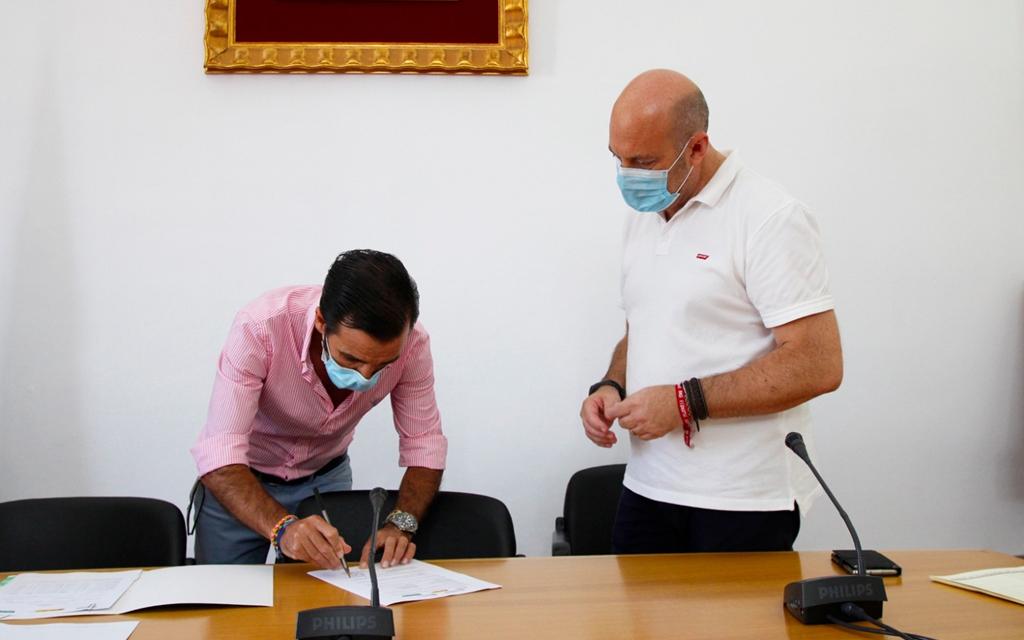 El ayuntamiento y la Escuela Superior de Hostelería firman un convenio para realizar prácticas profesionales
