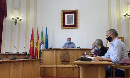 El alcalde de Mérida destaca que el ocio nocturno está dispuesto a cumplir con las normas y aboga por no «demonizar»