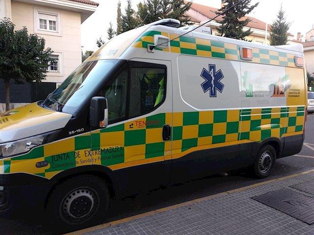 Herido menos grave un joven de 29 años en un accidente entre un coche y una motocicleta en Plasencia