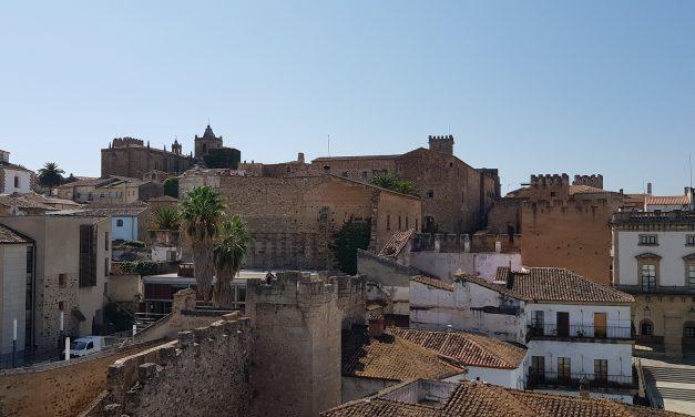 El Ayuntamiento de Cáceres pretende revitalizar Pintores y la zona monumental regulando nuevos usos de los locales