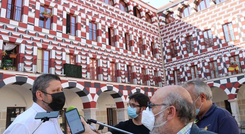La Junta califica la restauración de la fachada de las Casas Coloradas como un ejemplo de «regeneración urbana»