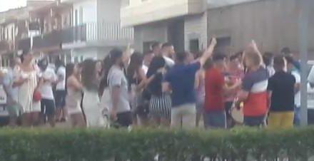 """Vox Moraleja lamenta la """"incapacidad del equipo de gobierno"""" ante la aglomeración de jóvenes"""